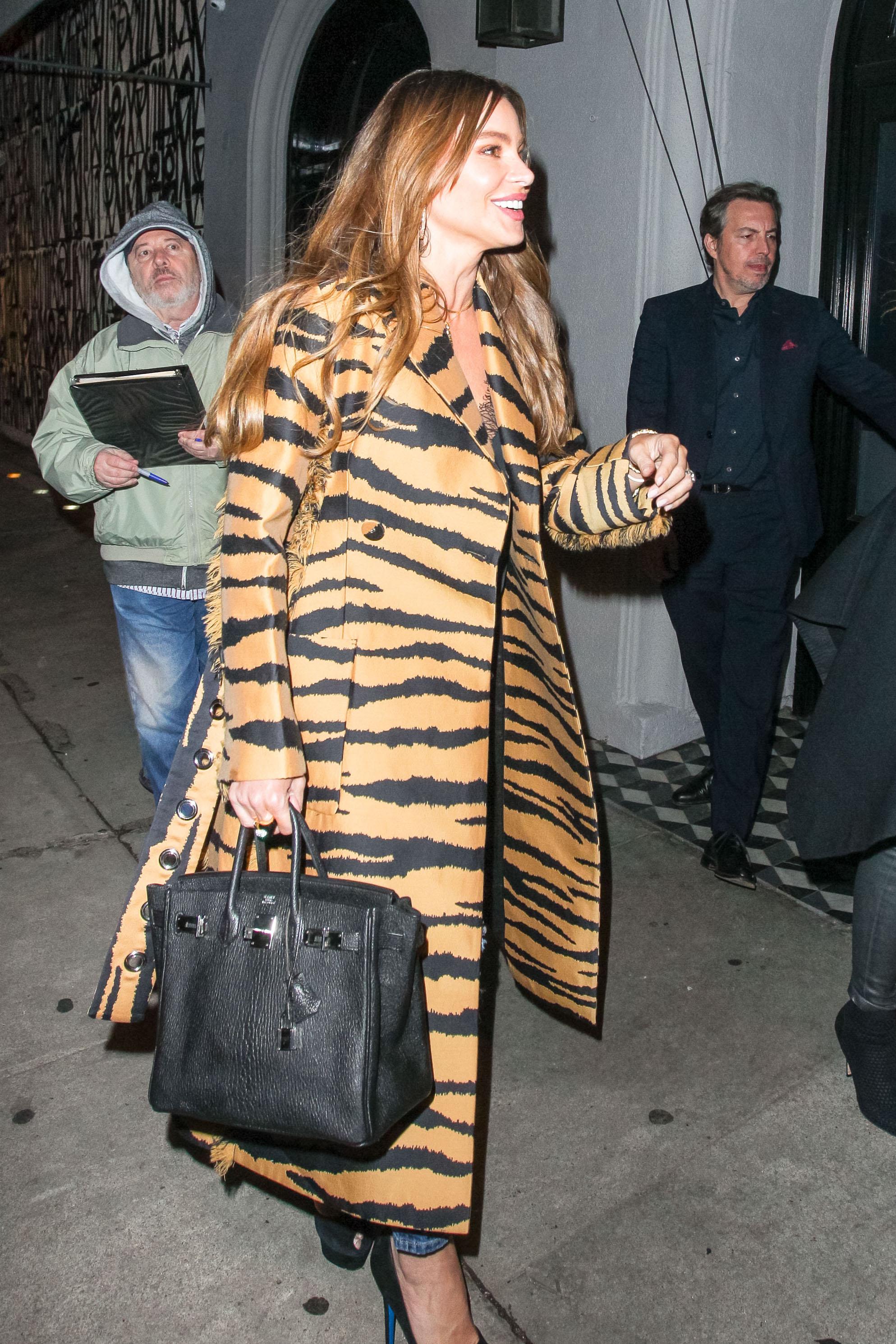Sofía Vergara, look, estilo, abrigo, animal print
