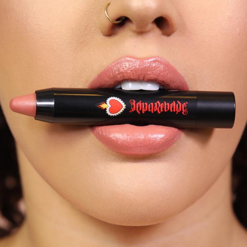 bold-lip-color-stick-in-alma-desnuda_lip-shot.png