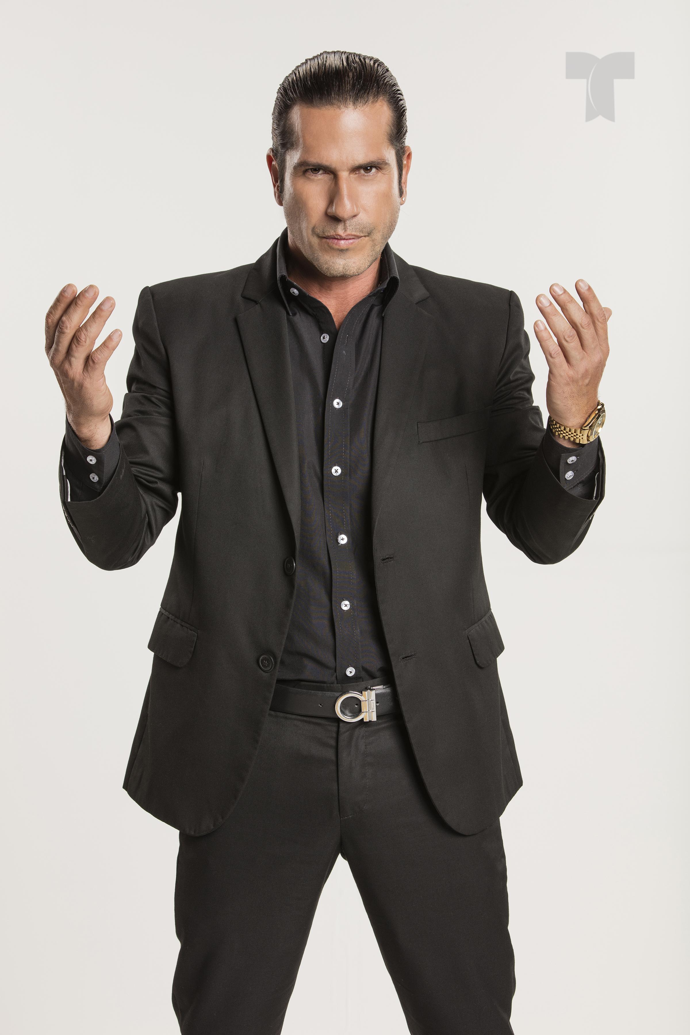 Gregorio Pernia como El Titi_001 copia