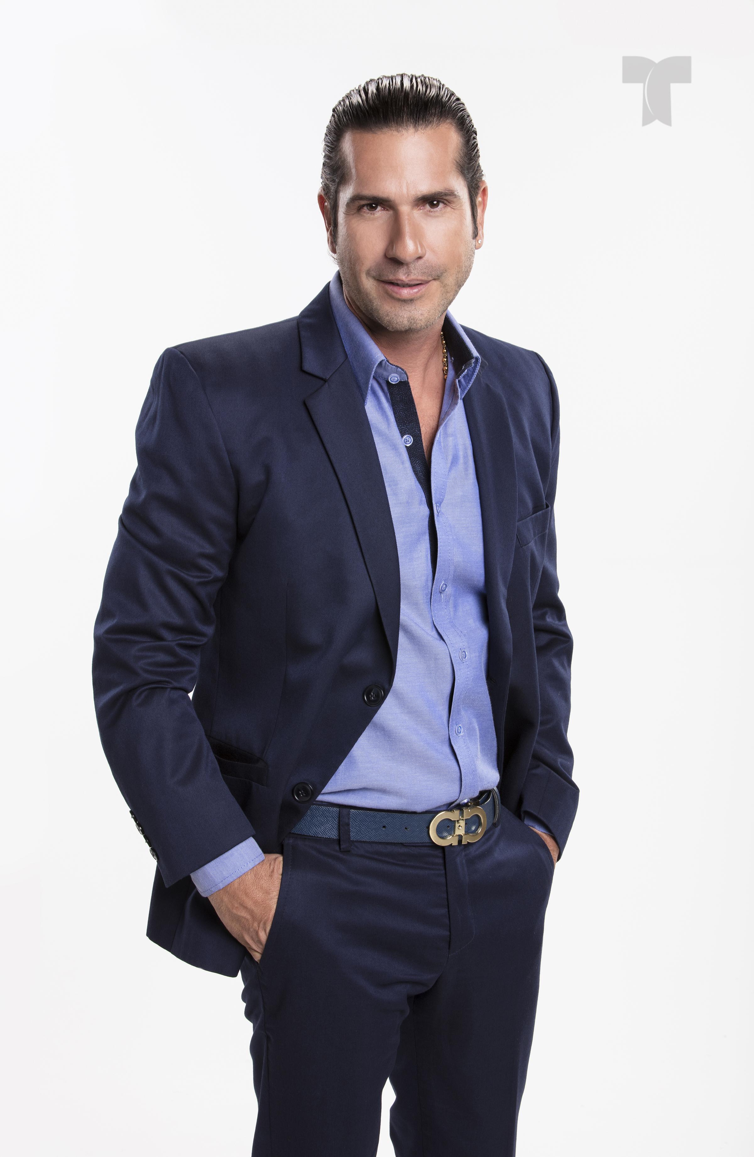 Gregorio Pernia como El Titi_002 copia