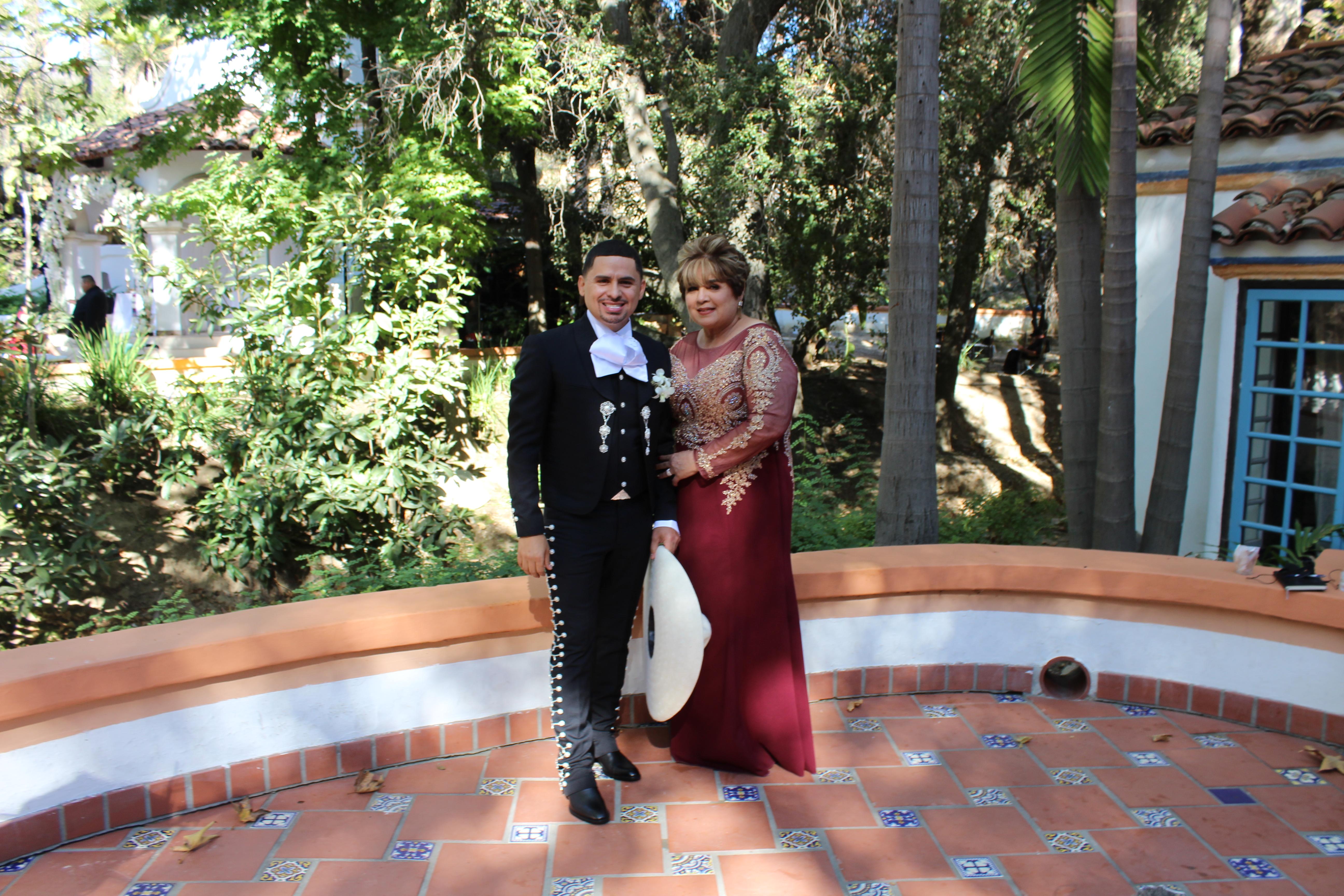 Larry Hernández y su madre