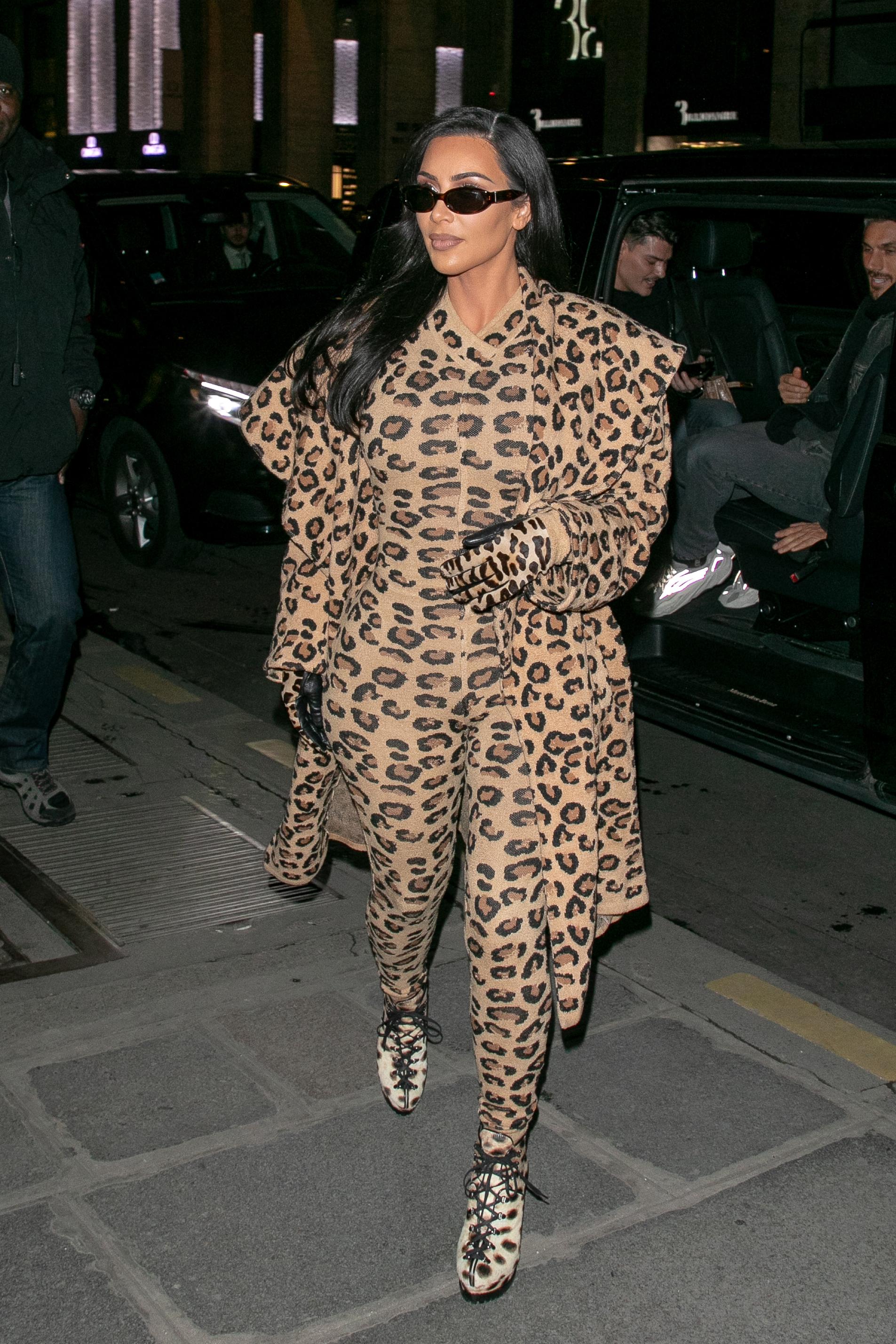 Kim Kardashian, look, leopardo, paris