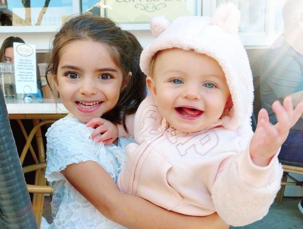 La hermana y hija de Aislinn Derbez