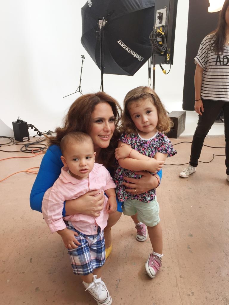 Angelica Vale con hijo Daniel Nicolás y Angélica Masiel