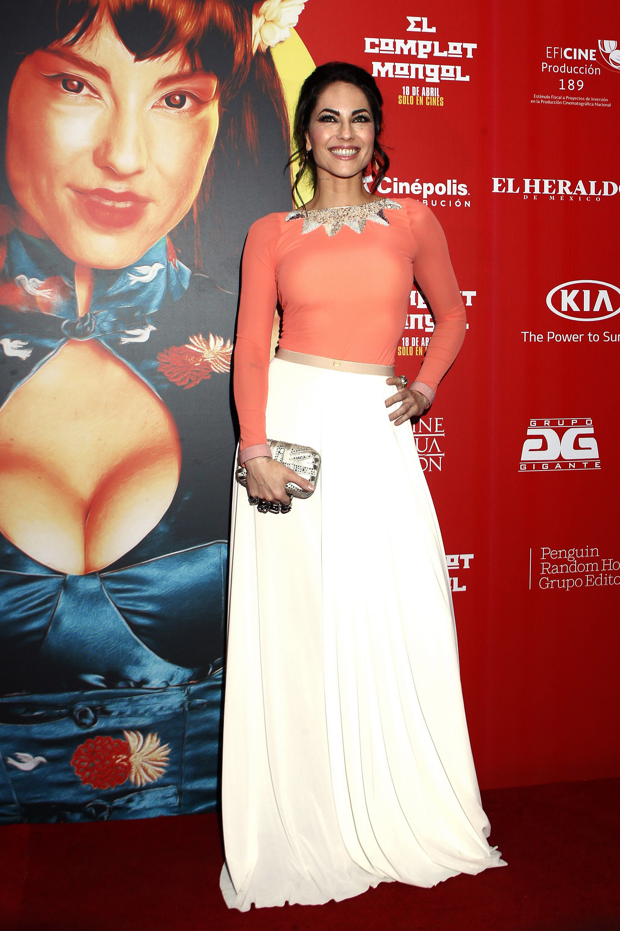 Barbara Mori, looks