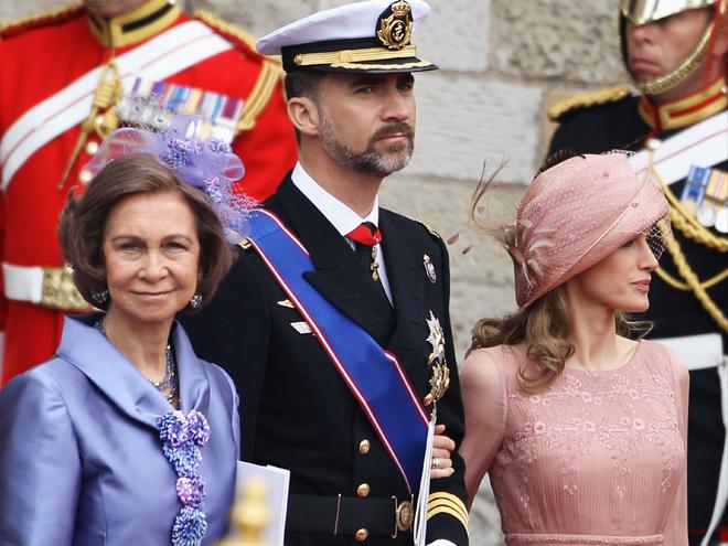 La reina Sofía, de España, estuvo entre los invitados reales, acompañada por el príncipe Felipe y la princesa Letizia.