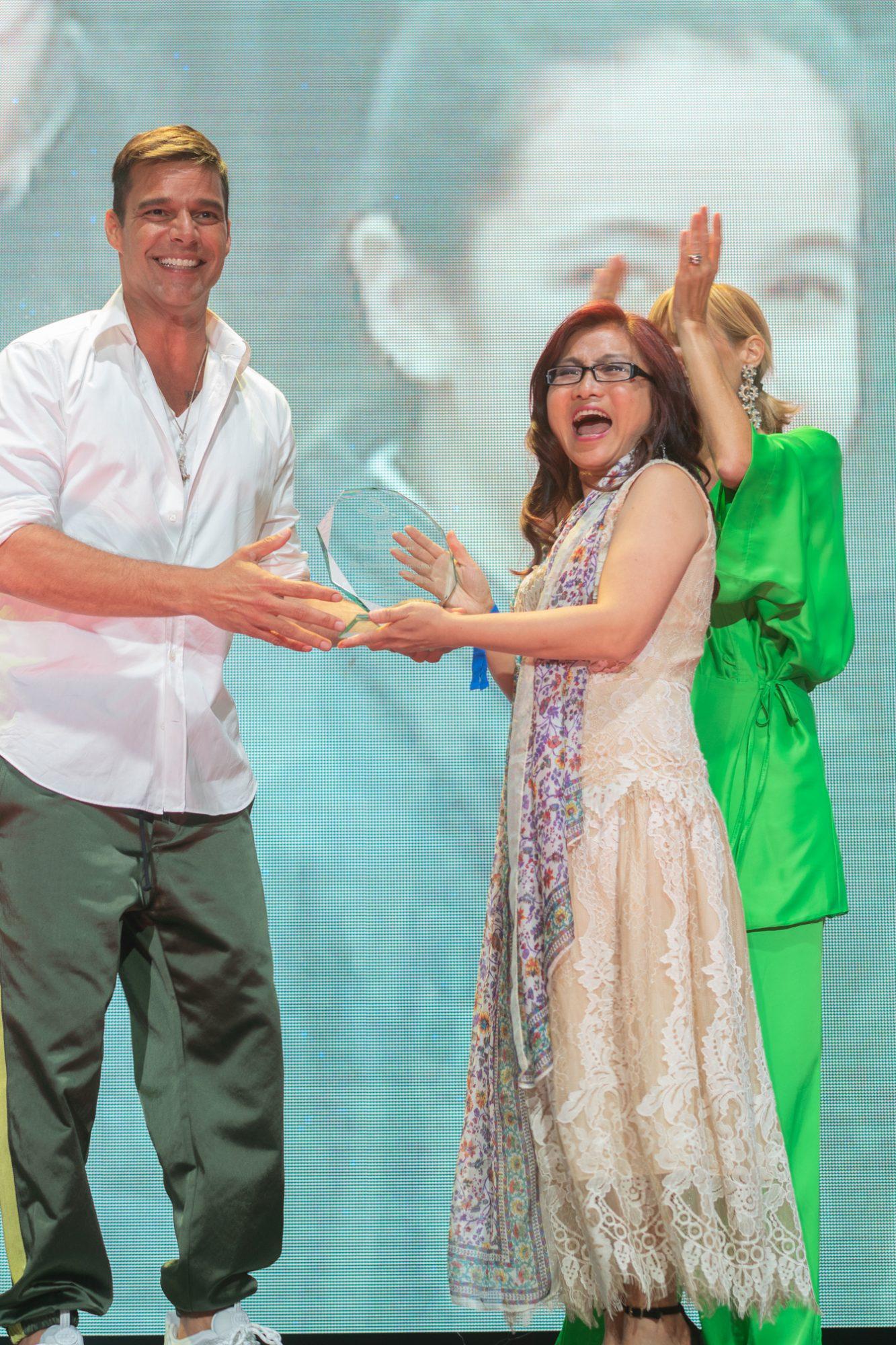 Ricky Martin y Sandra Woworuntu