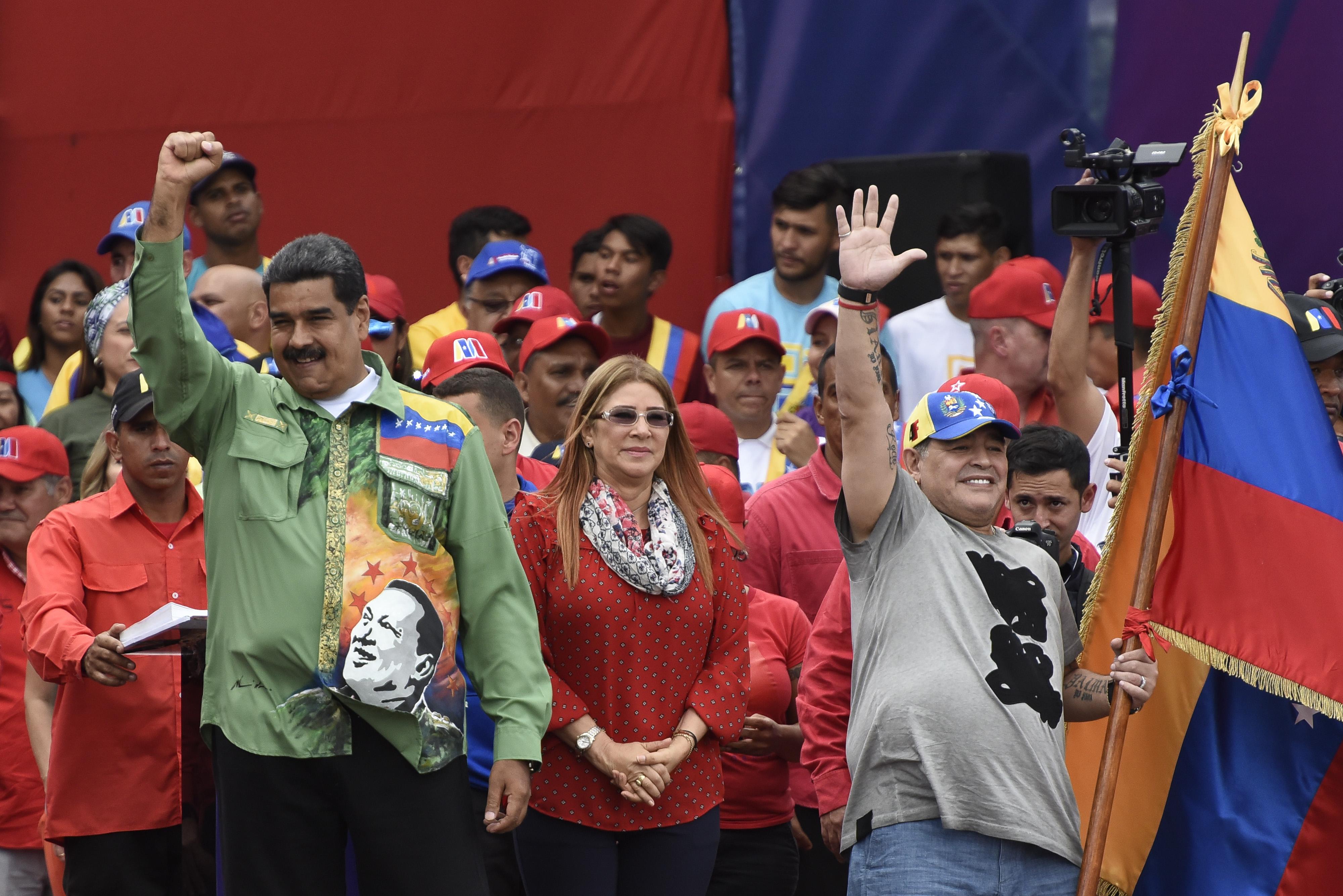 Nicolas Maduro, Cilia Flores, y Diego Maradona