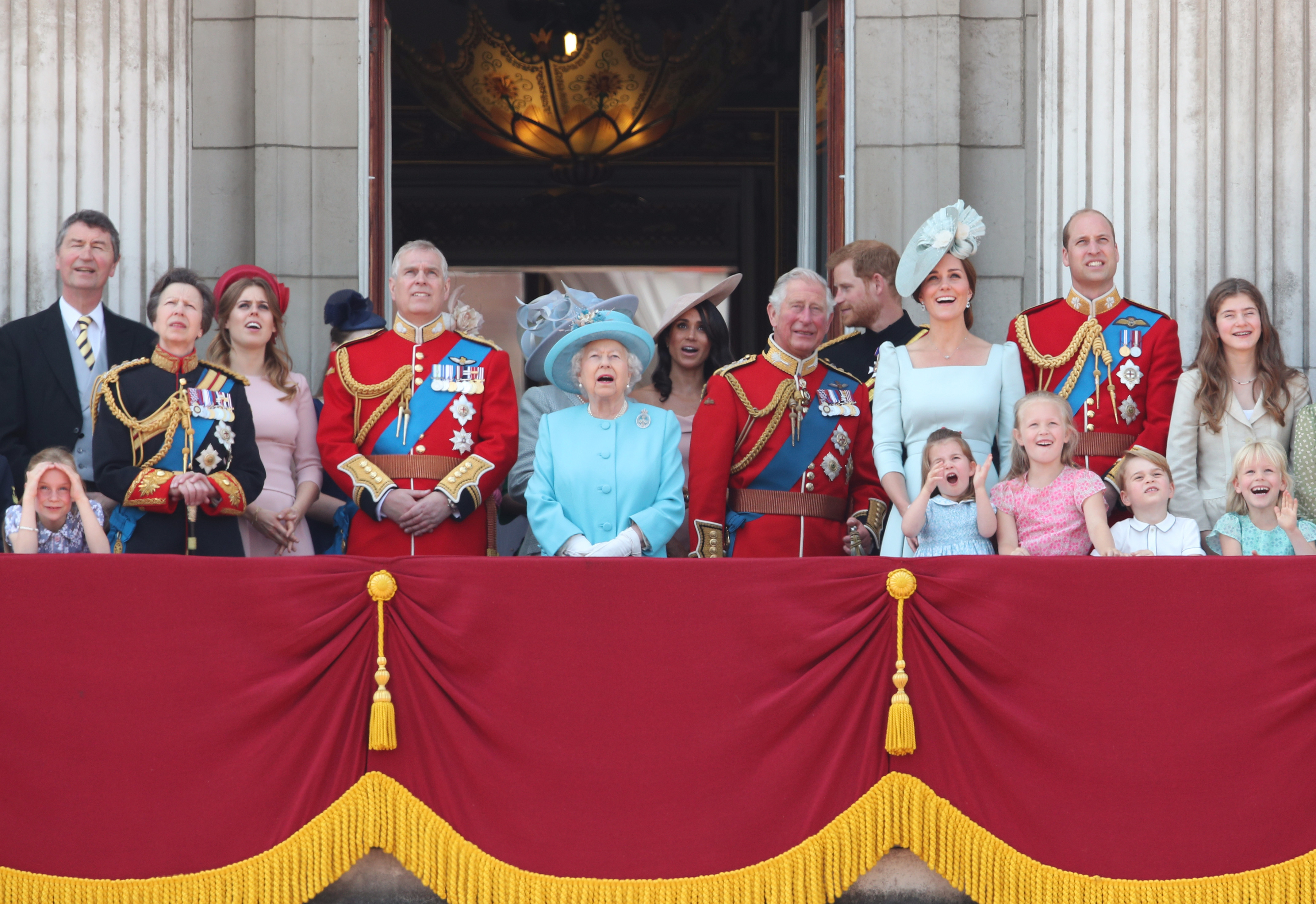 reina Isabel II Príncipe Harry Príncipe William Kate Middleton hijos Meghan Markle