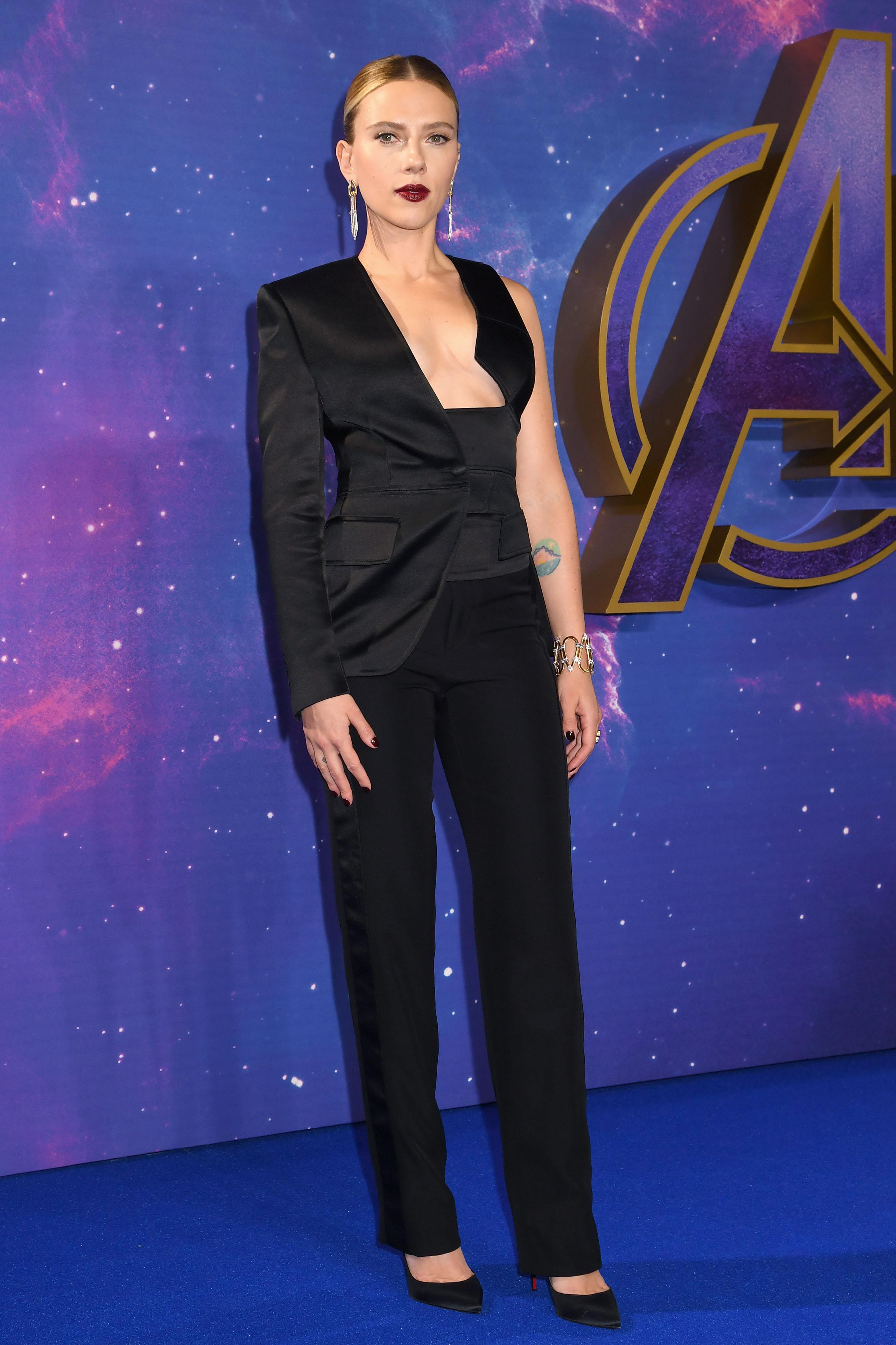 Scarlett Johansson, looks