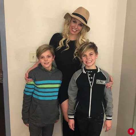 Spears with her sons Jayden and Sean