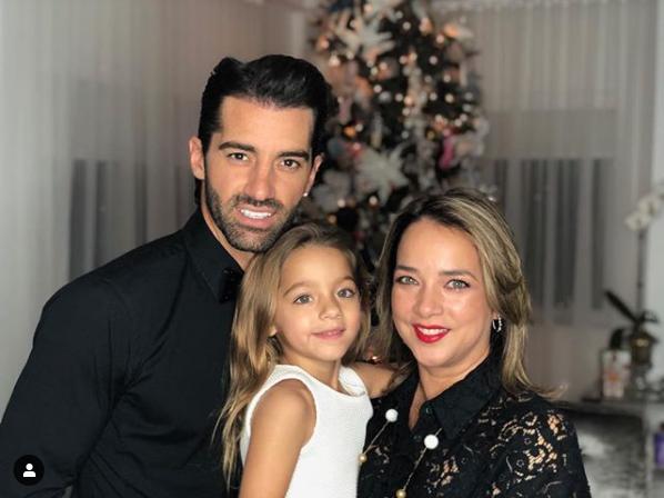 """Screenshot_2019-02-14 Adamari Lopez on Instagram """"Te amo cariño, gracias por complementarme, por hacerme reír y por haberme[...]"""