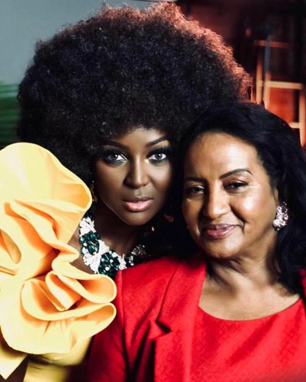 Amara la negra y mamá