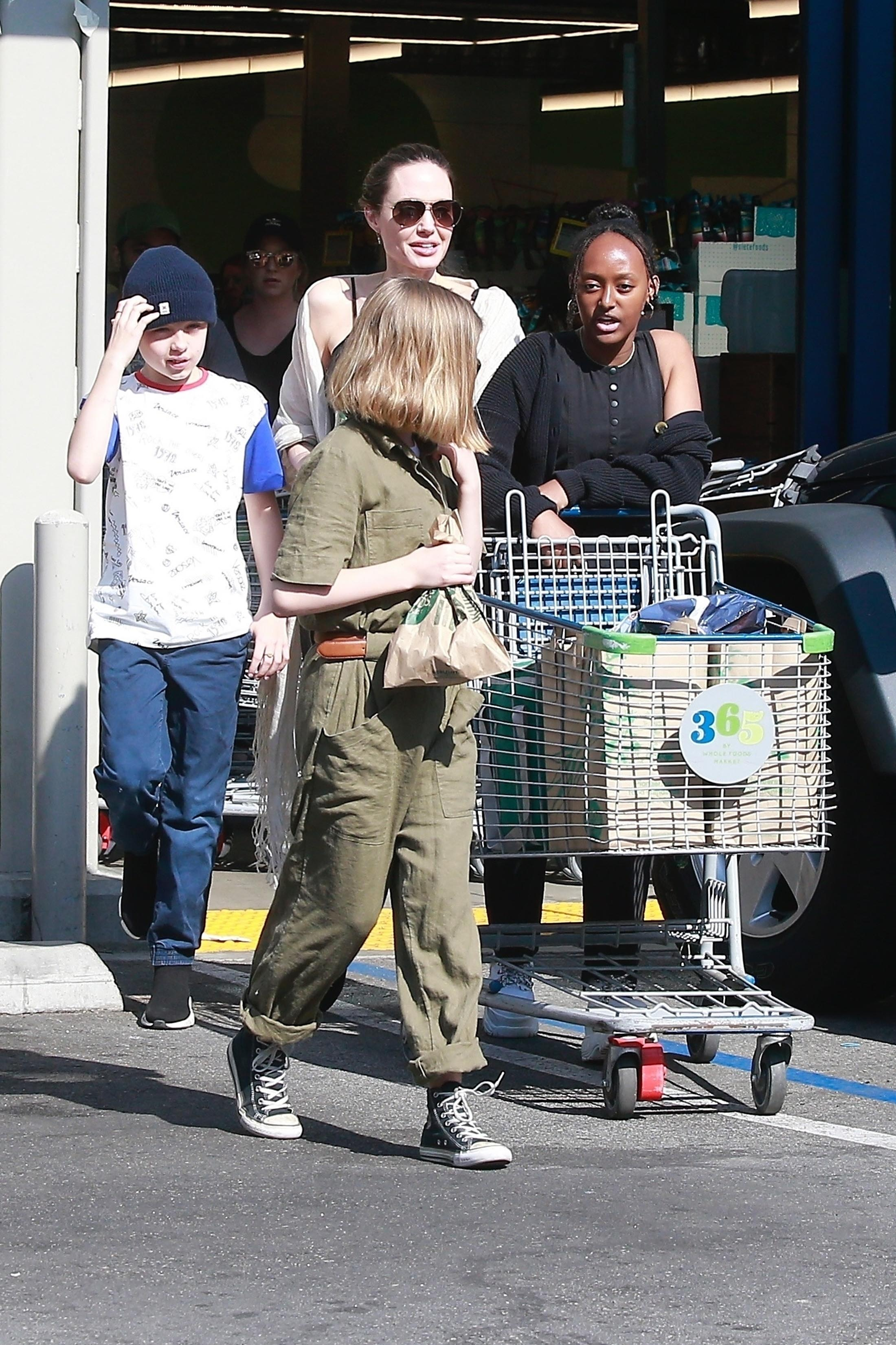 Angelina Jolie, Zahara,Vivienne, Knox