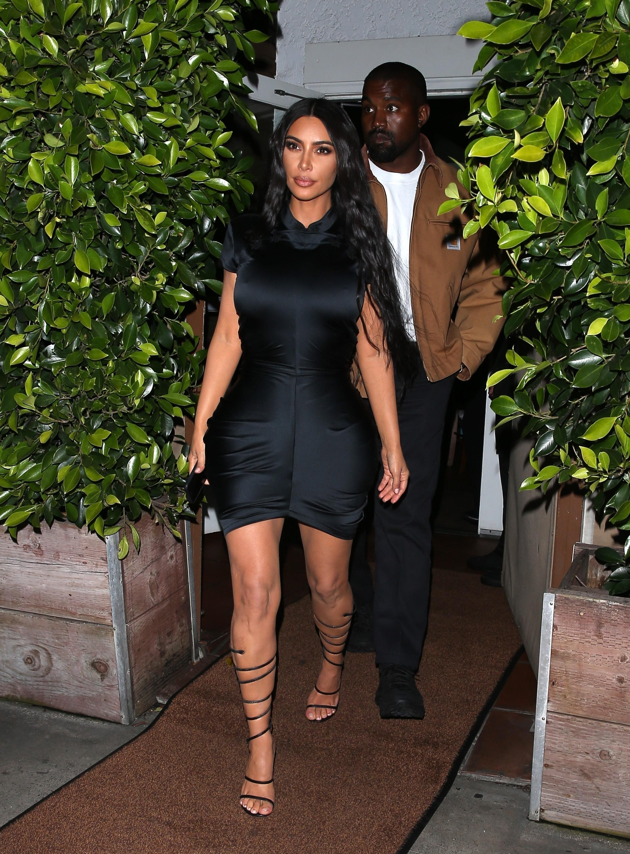 Kim Kardashian, looks, cintura, cinturita