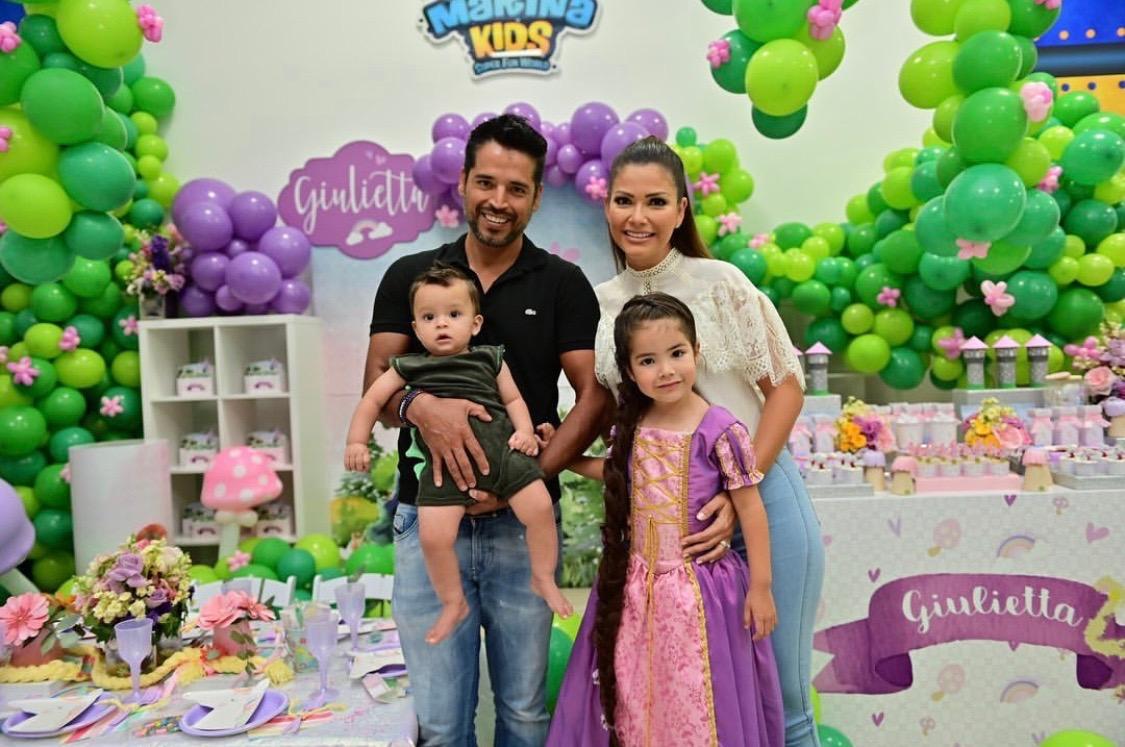 Ana Patricia y familia