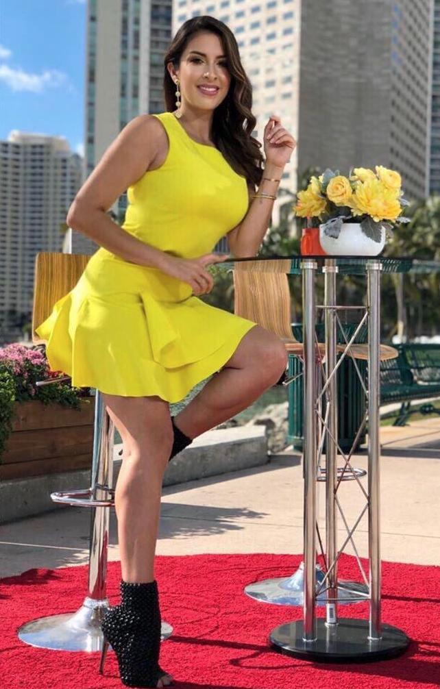 amarillo, famosa, estilo, ootd