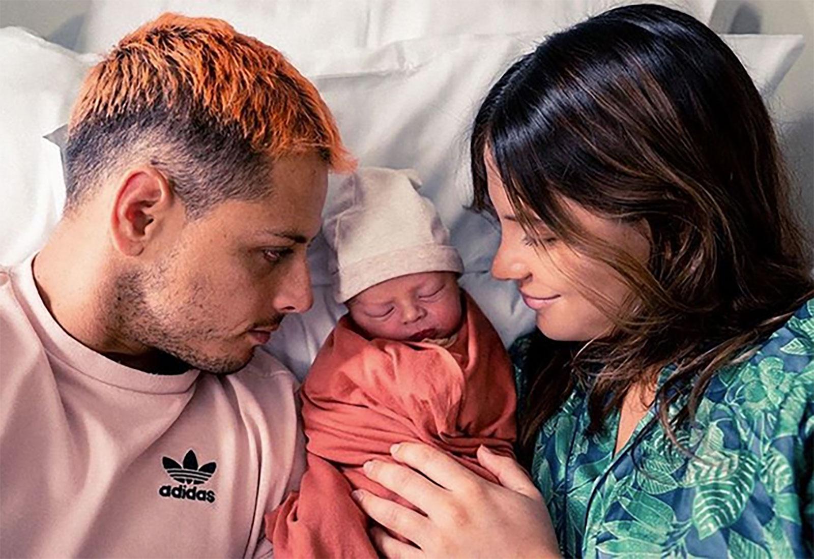 Javier Hernández, Sarah Kohan