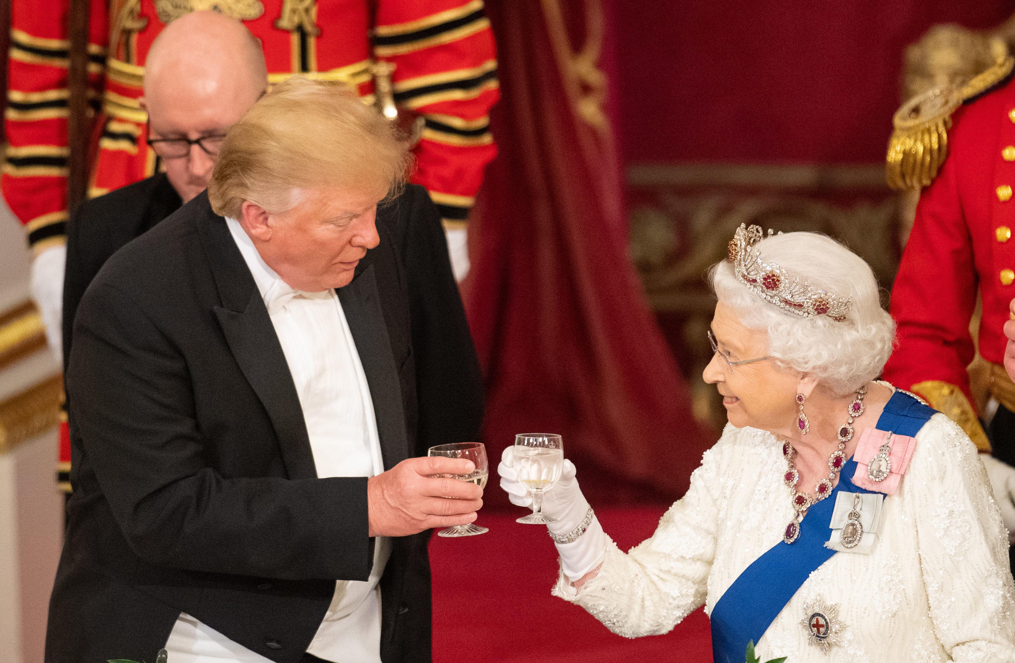 Donald Trump reina Isabel II