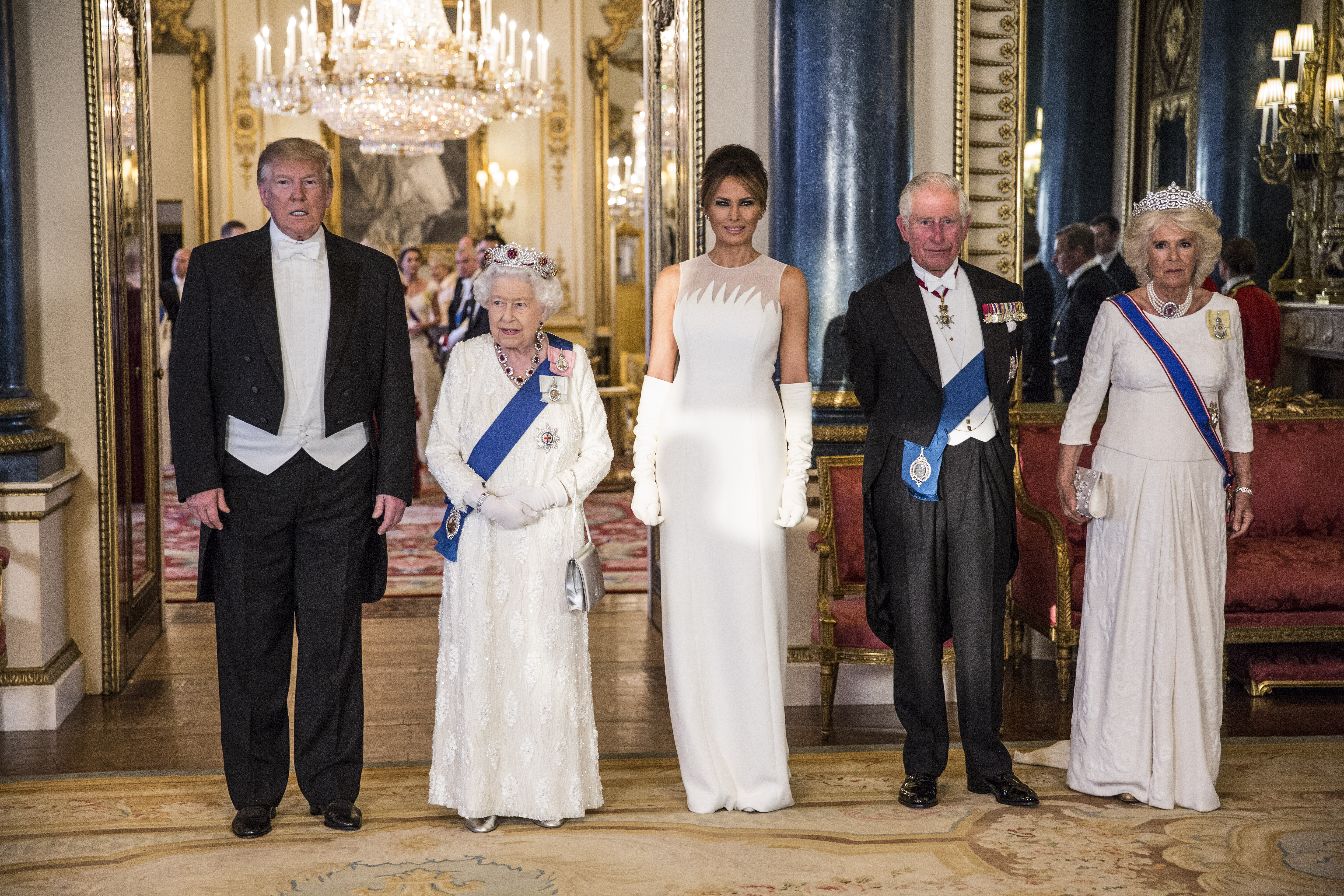 Melania Trump, looks, londres, gran bretana, buckingham palace