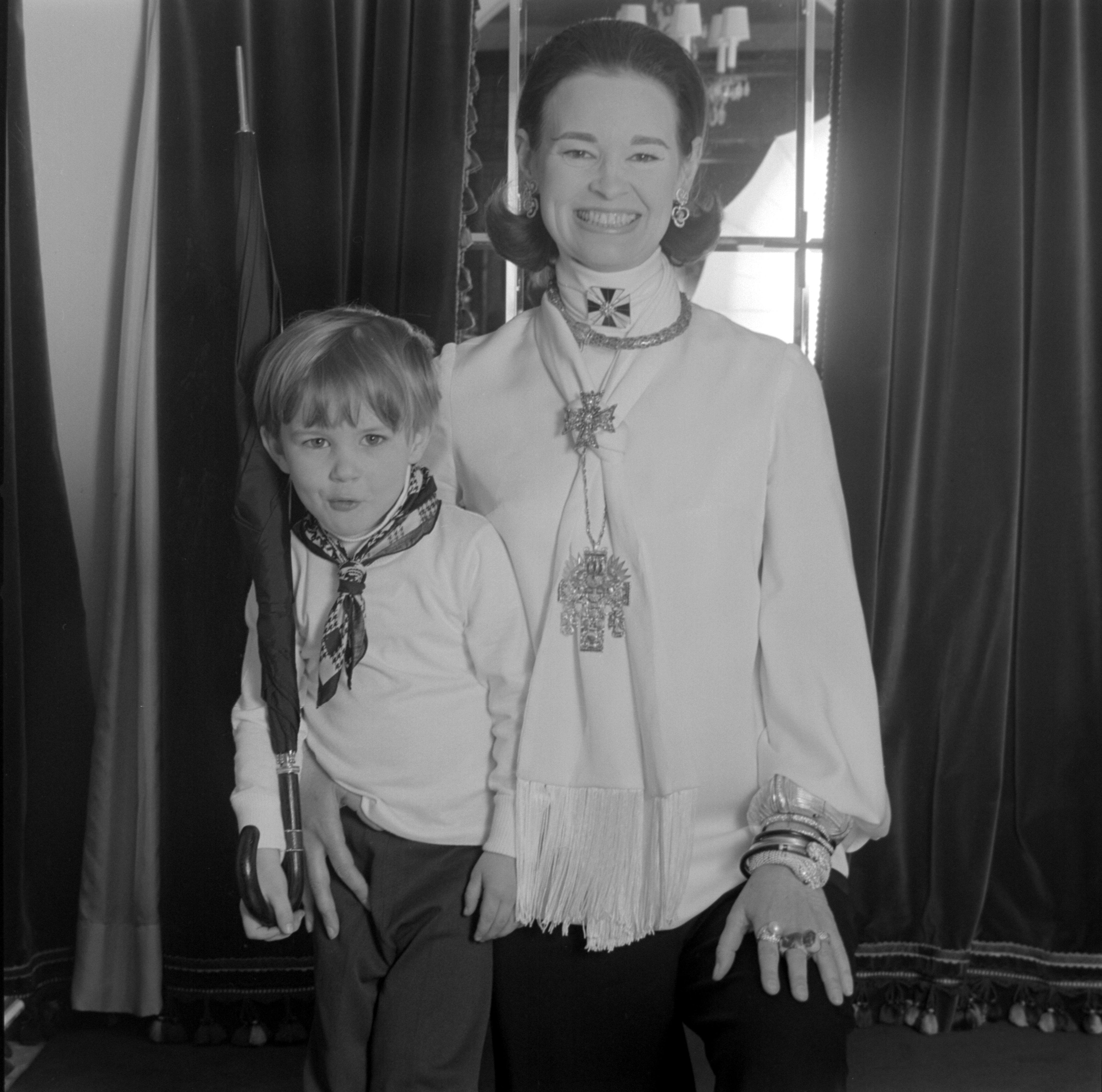 Carter Cooper, Gloria Vanderbilt