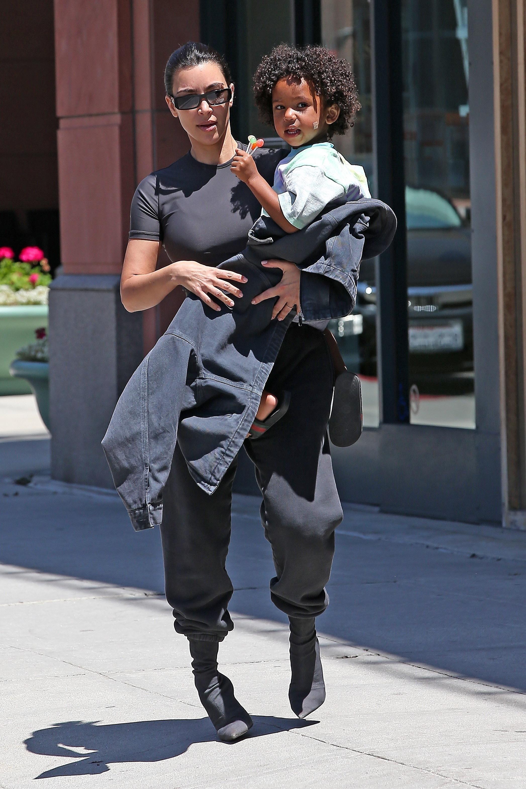 Kim Kardashian con saint visita al doctor