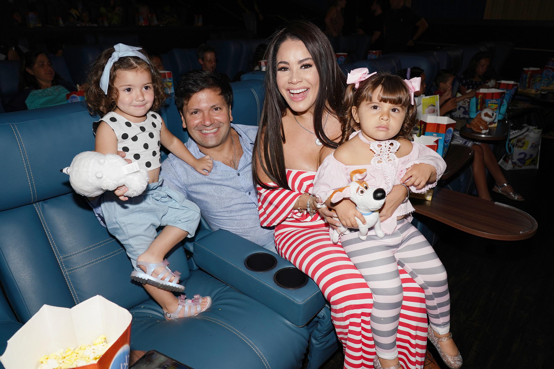Carolina Sandoval y familia