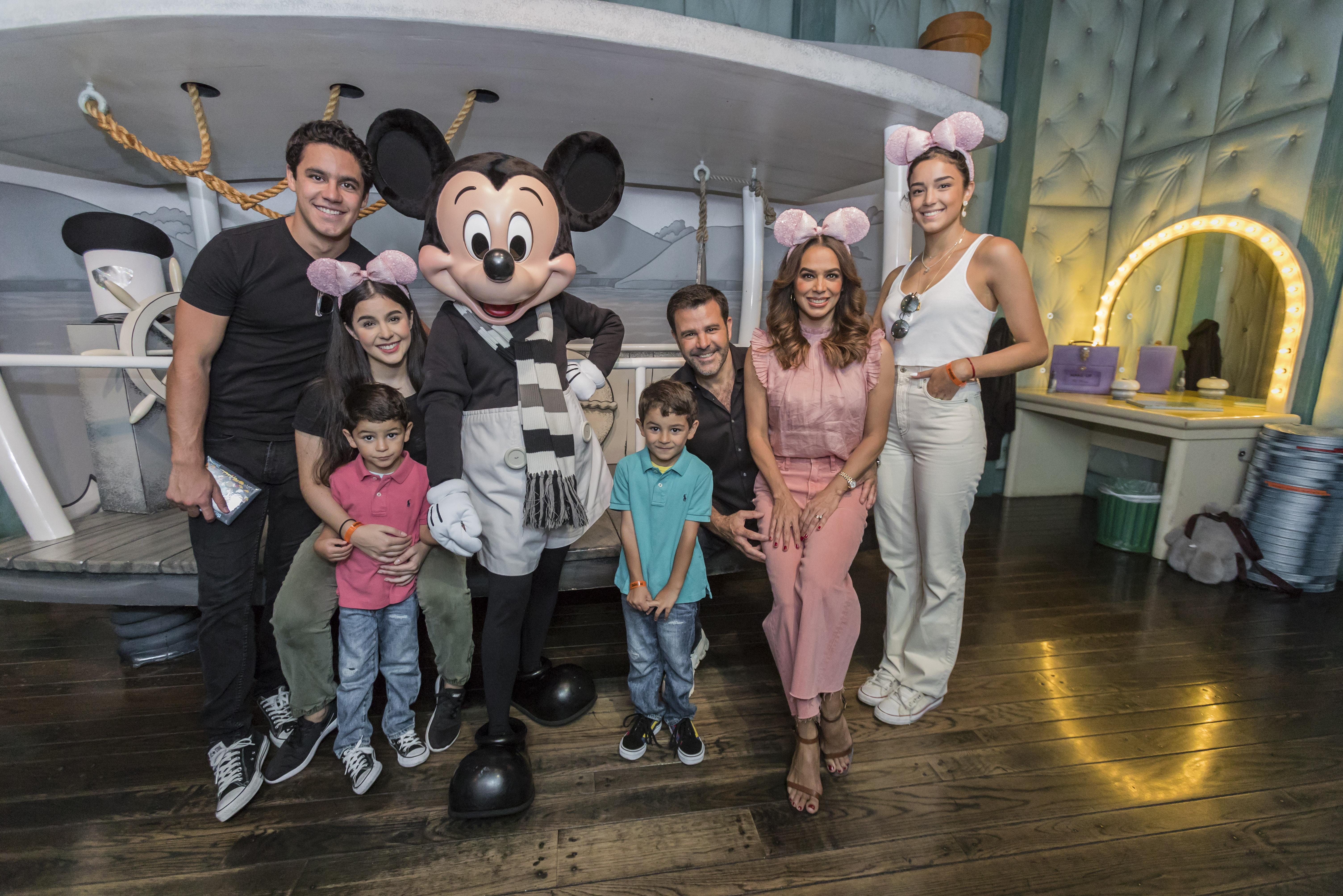 Eduardo Capetillo y familia
