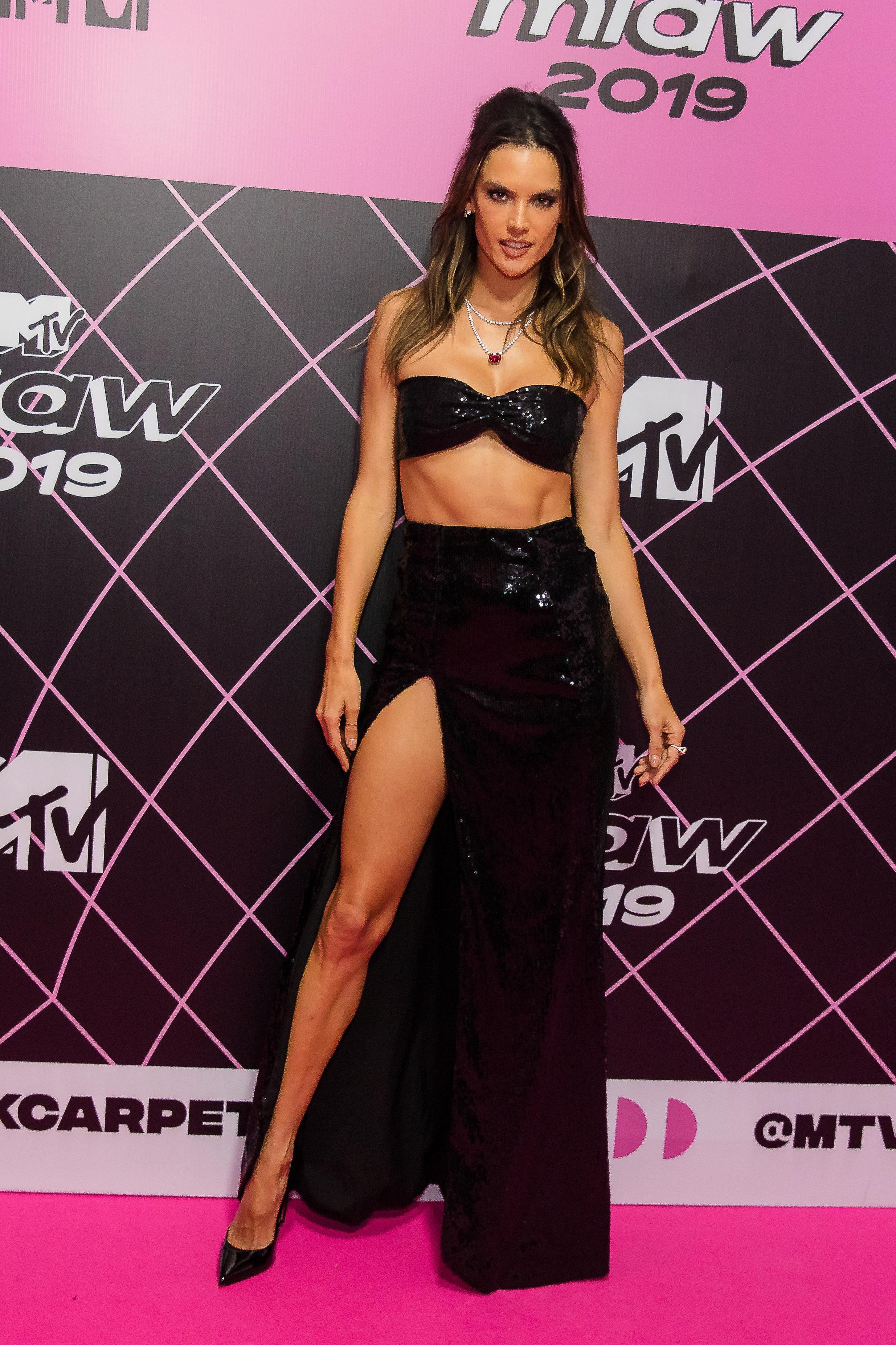 Alessandra Ambrosio, looks, brasil, MTV MIAW