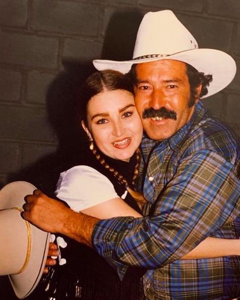Alicia Villarreal y su padre Víctor Villarreal