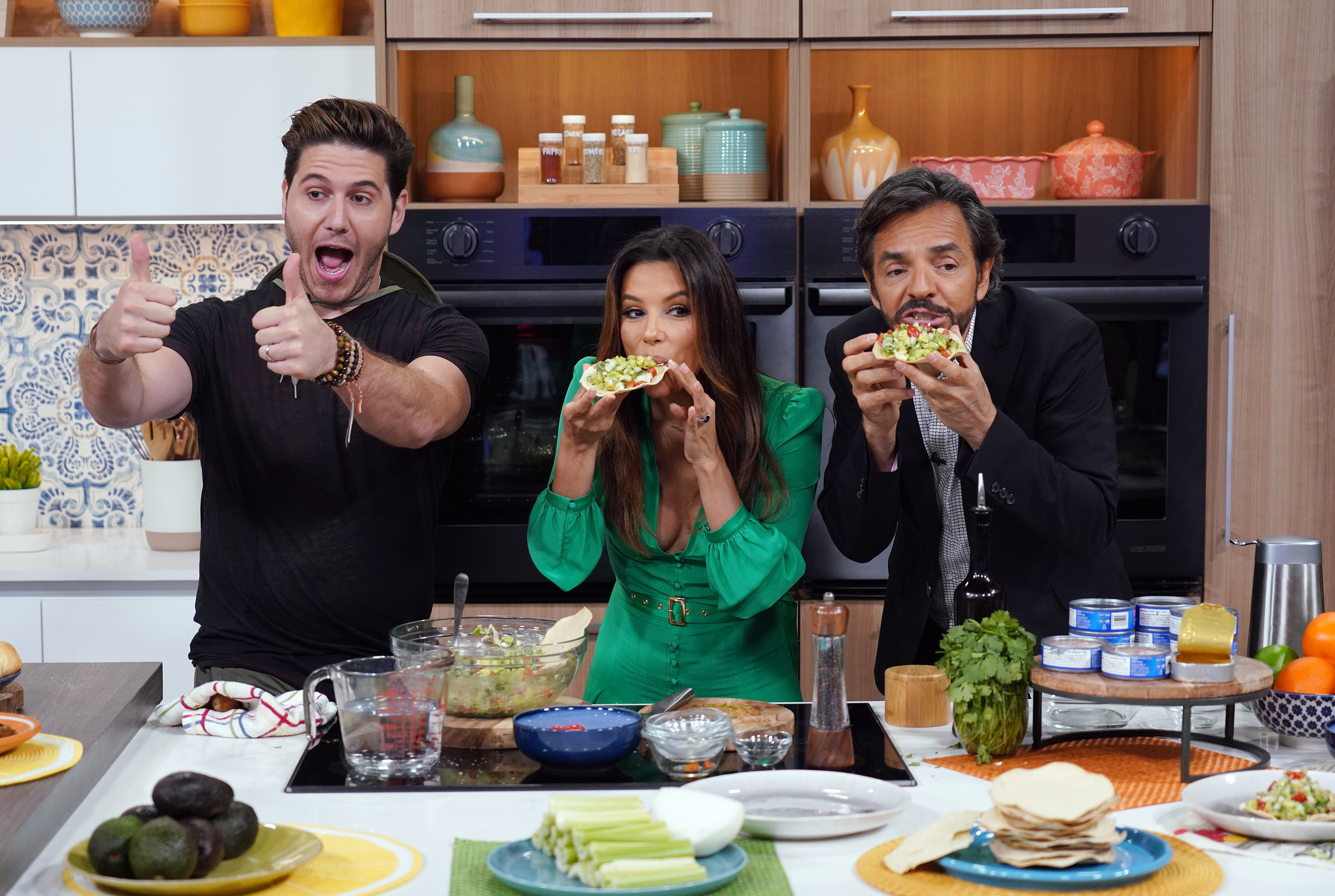 Eva Longoria, Eugenio Derbez y chef James un nuevo dia dora the explorer