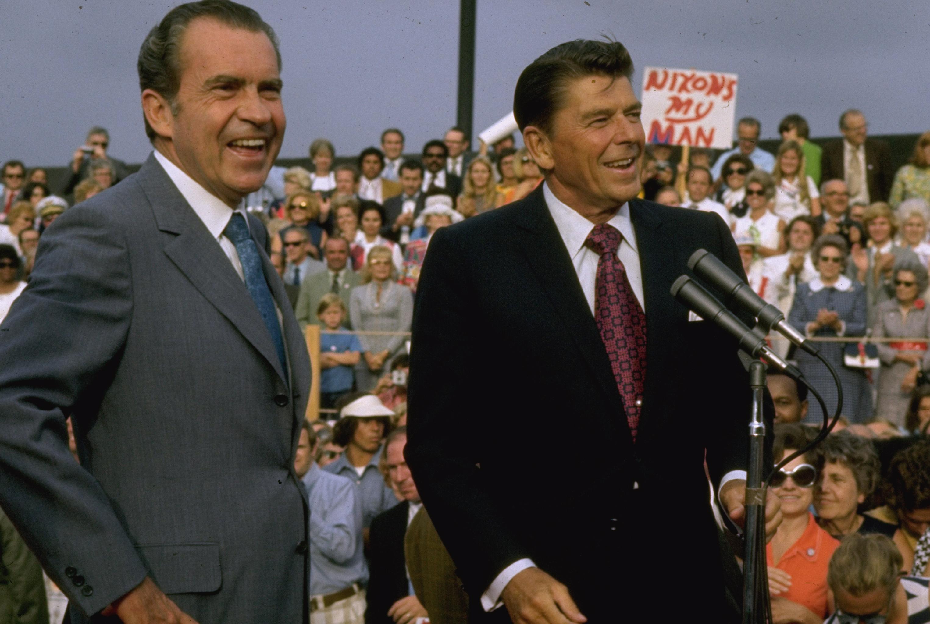 Ronald Reagan y Richard Nixon.