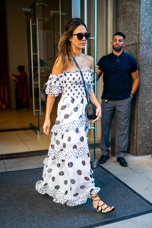 Jessica Alba, looks, vestido maxi, vestido de lunares