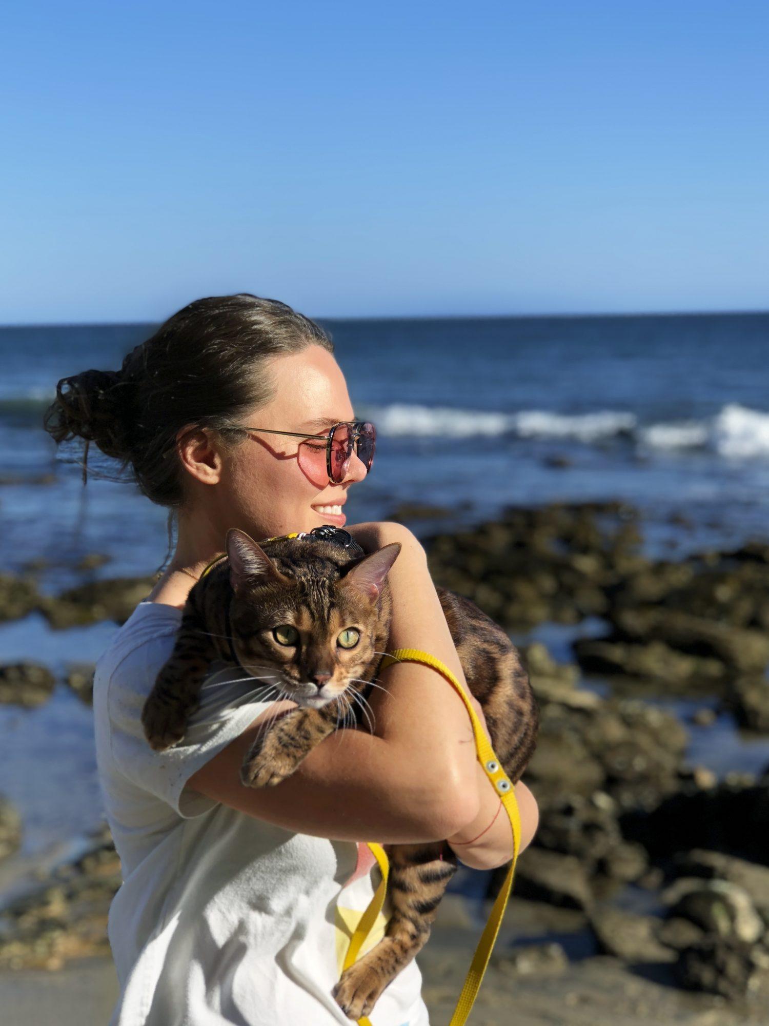 Joy Huerta y su gato