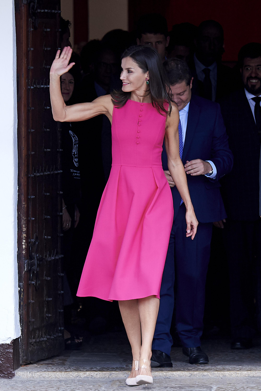 La reina letizia, look, fucsia, vestido