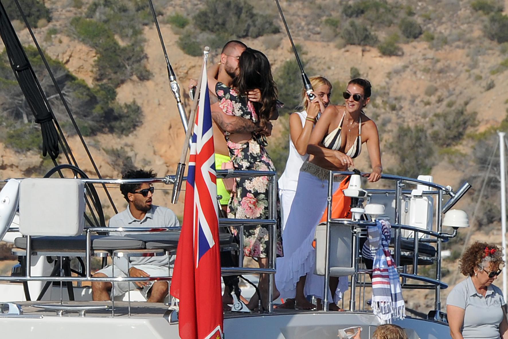 Maluma y novia en yate en formentera