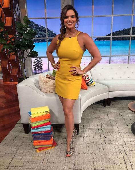 Rashel Diaz, looks, vestido amarillo, Un nuevo dia