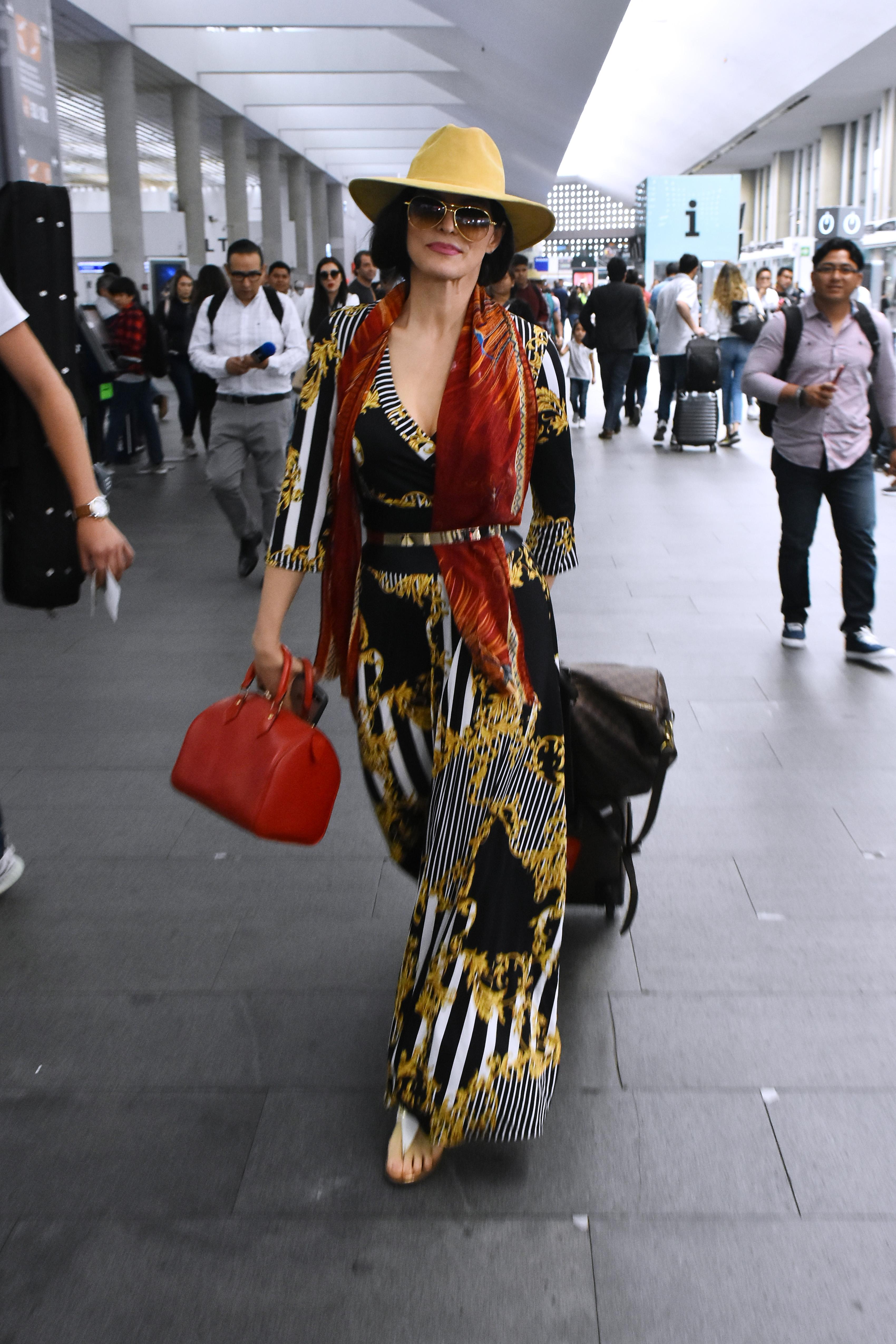 Ana Barbara, looks, mexico, aeropuerto