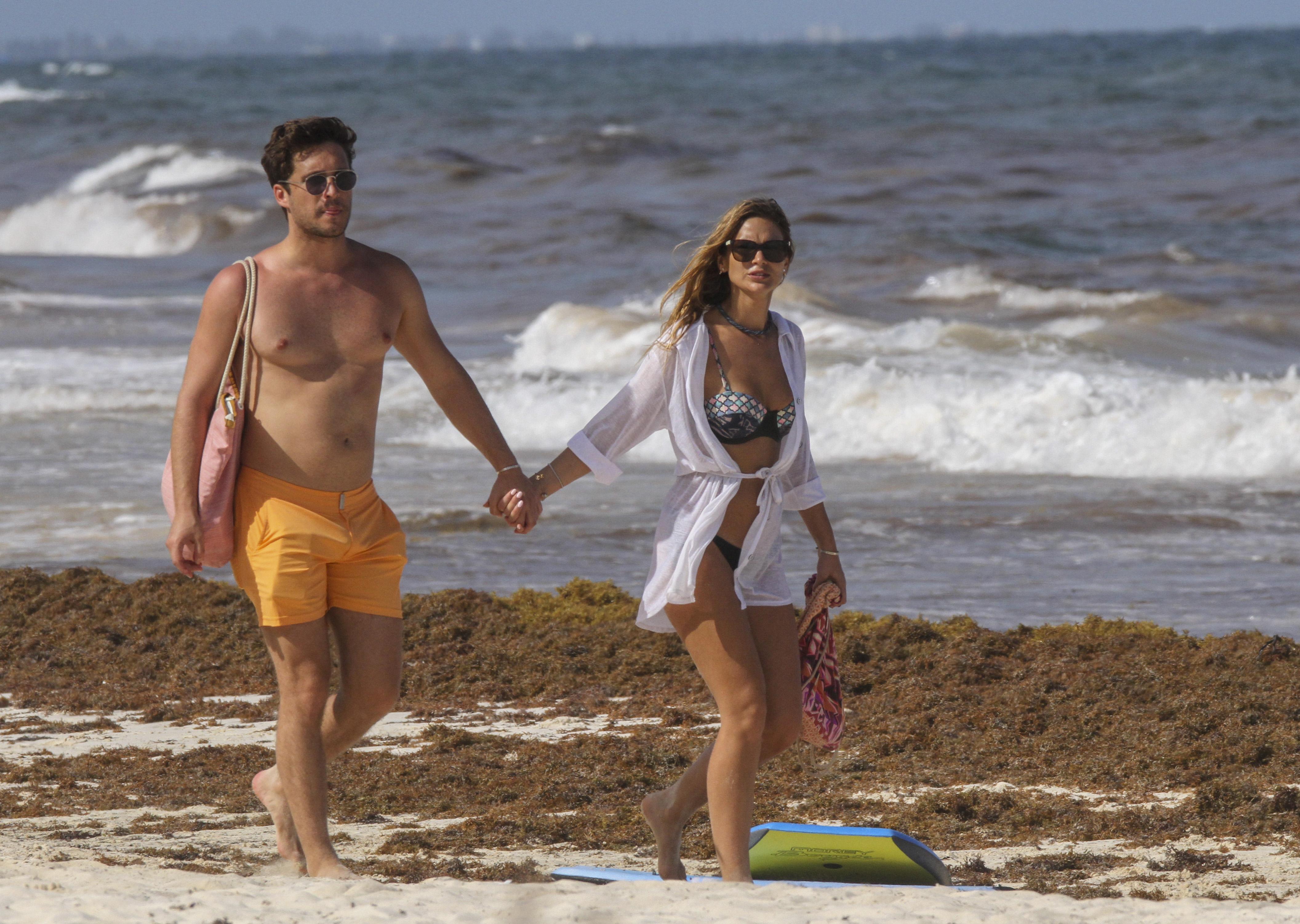 Mayte Rodríguez y Diego Boneta playa tulum mexico