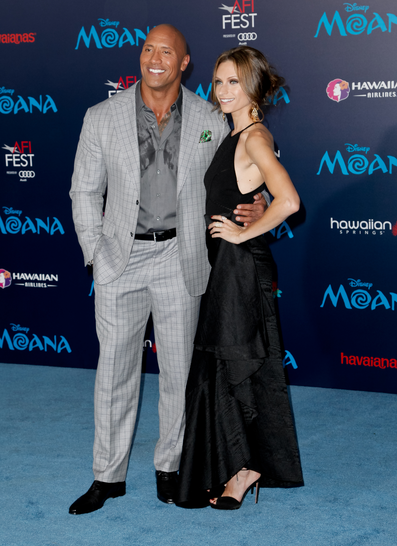 Lauren Hashian y Dwayne Johnson