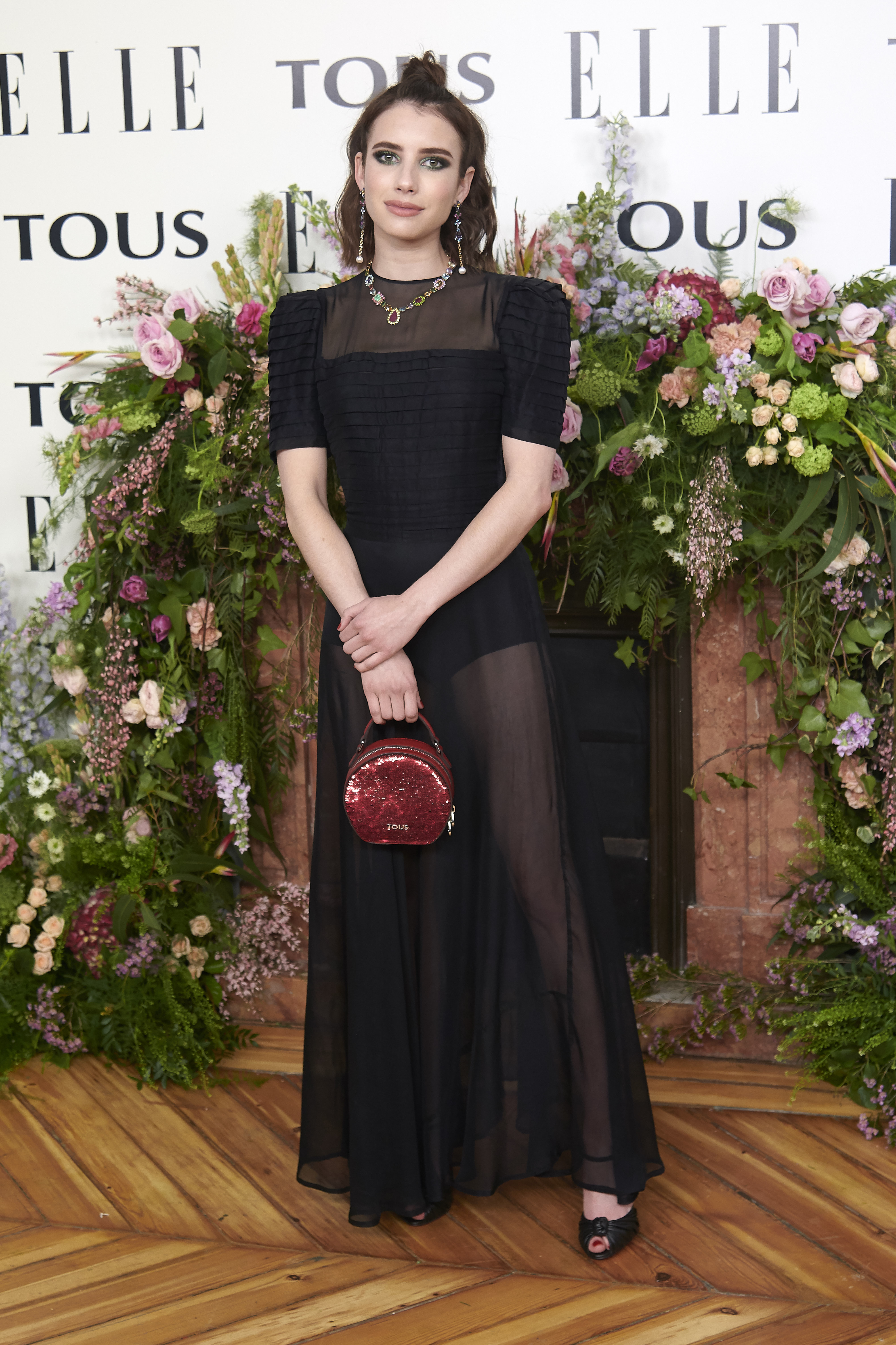 Emma Roberts, looks