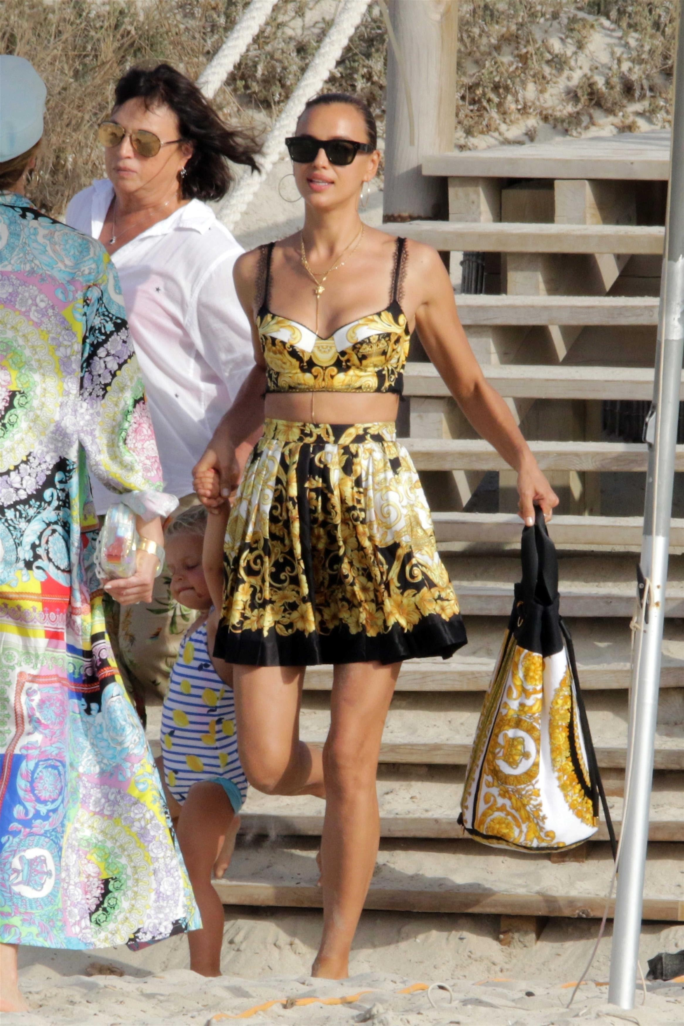 Irina Shayk, looks, vacaciones, españa