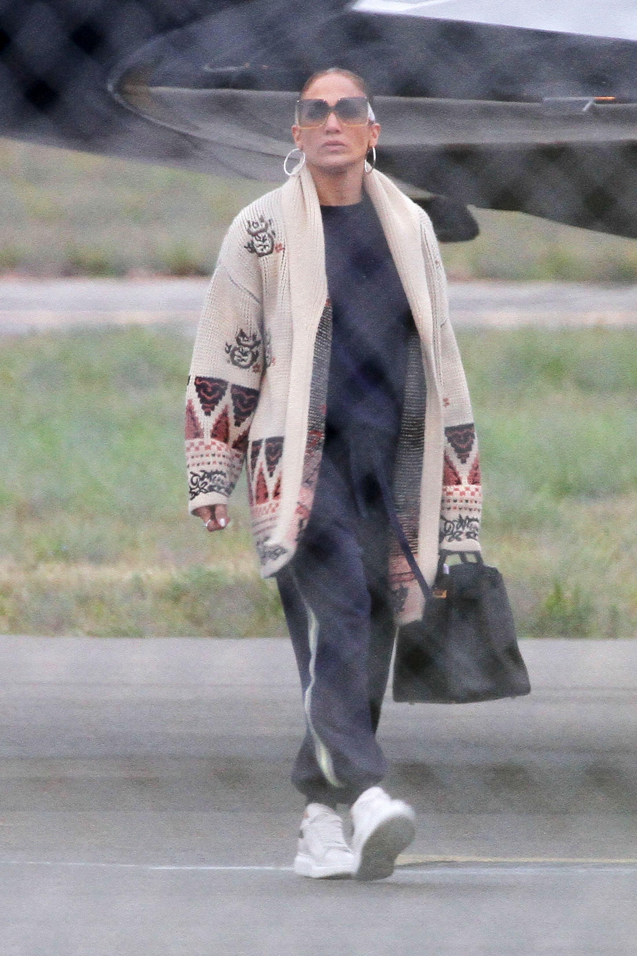 Jennifer López, triste, aeropuerto