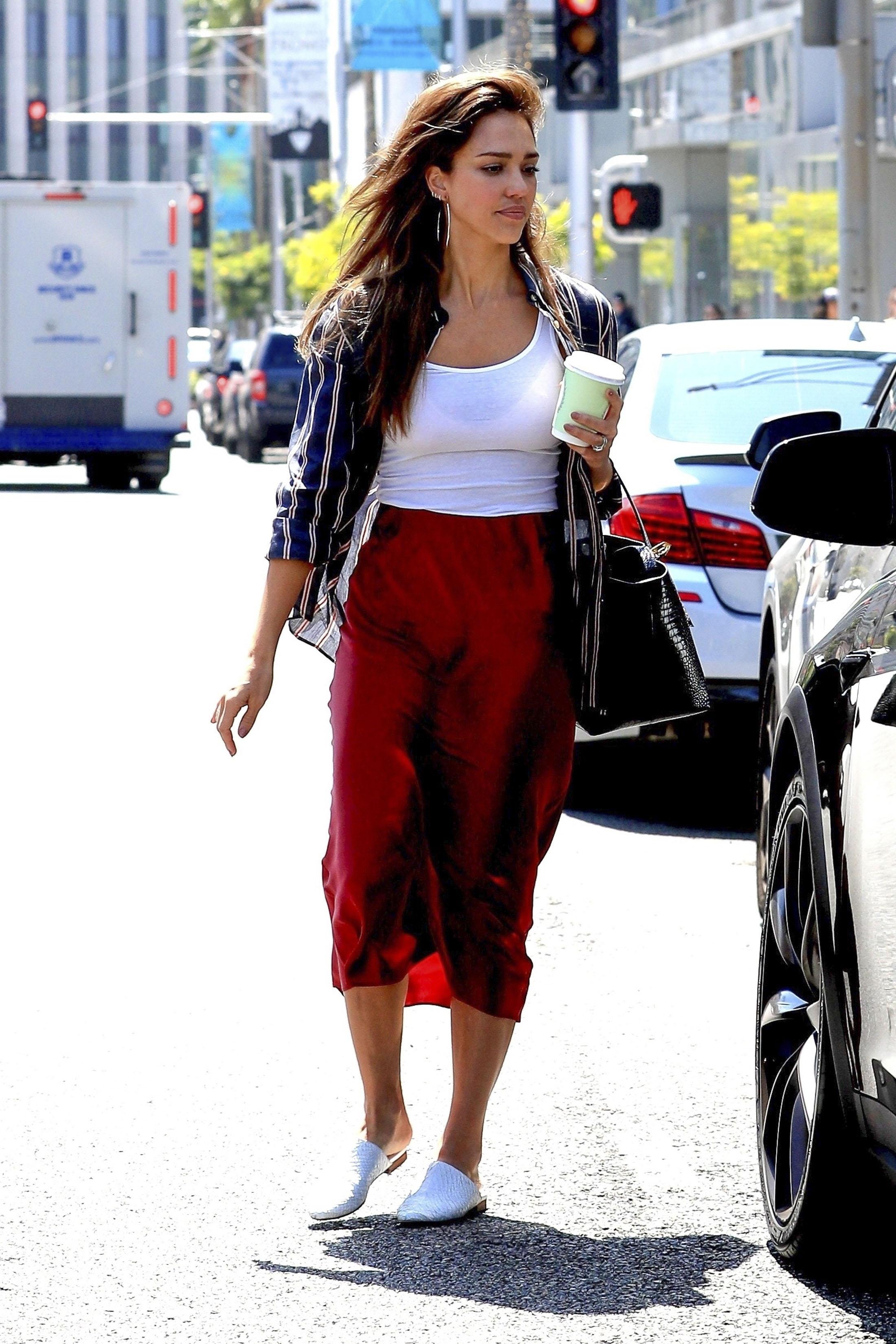 Jessica Alba, looks