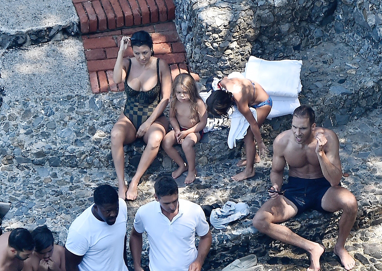 Kourtney Kardashian con hijos en portofino