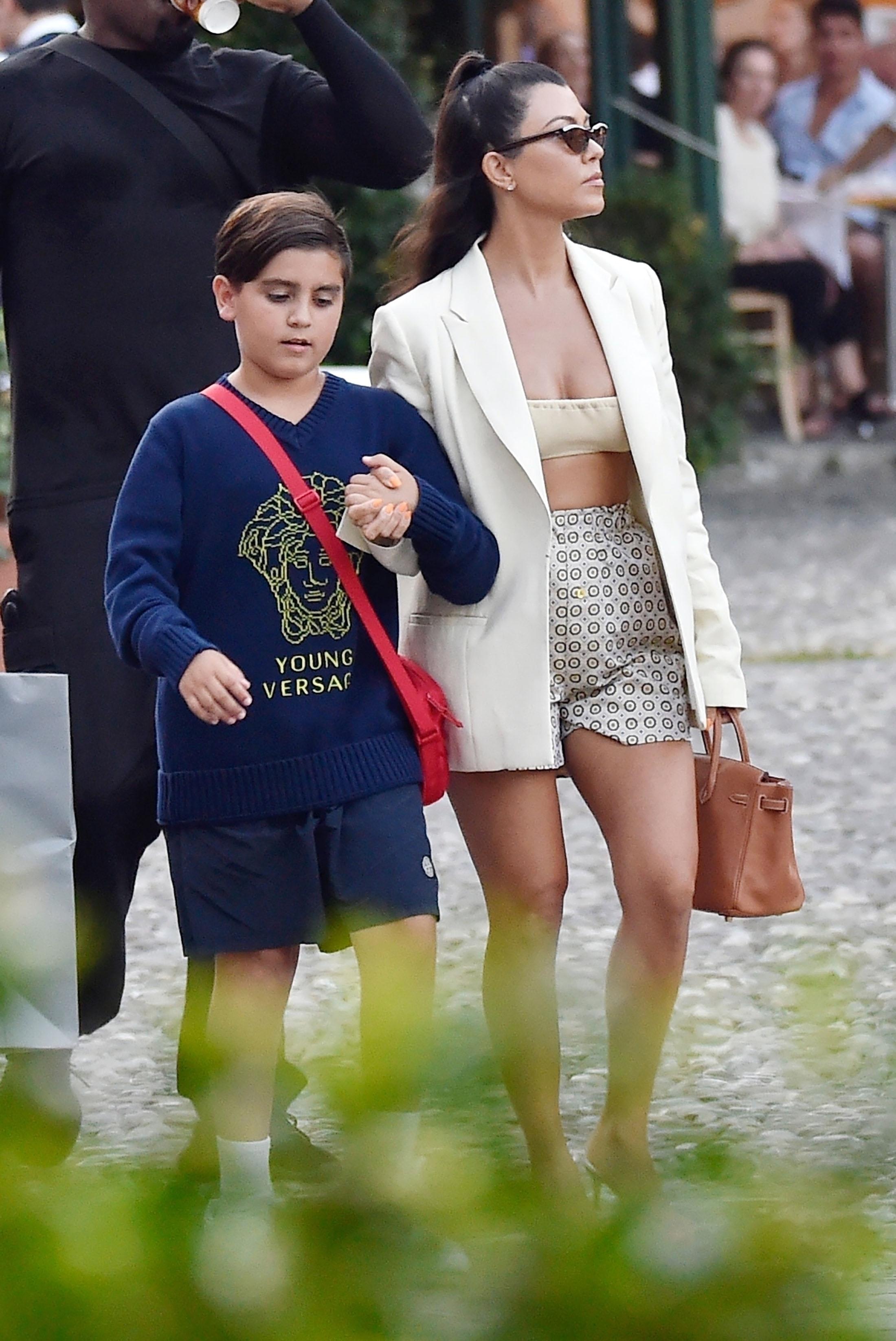 Kourtney Kardashian, looks, vacaciones, italia