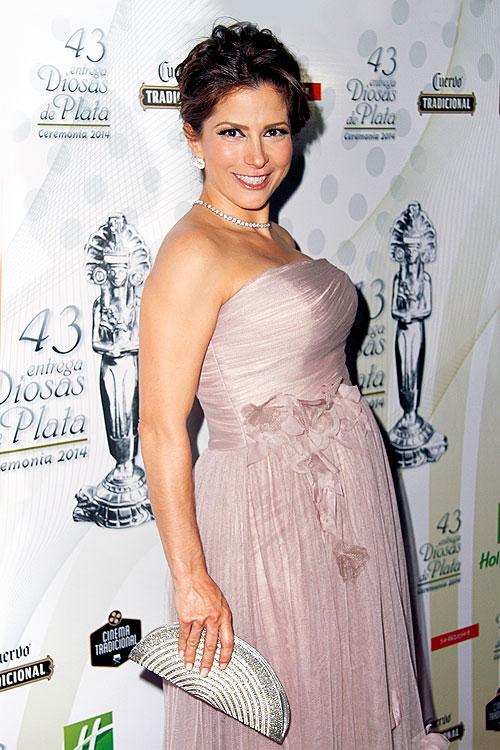 Alessandra Rosaldo embarazada en alfombra roja