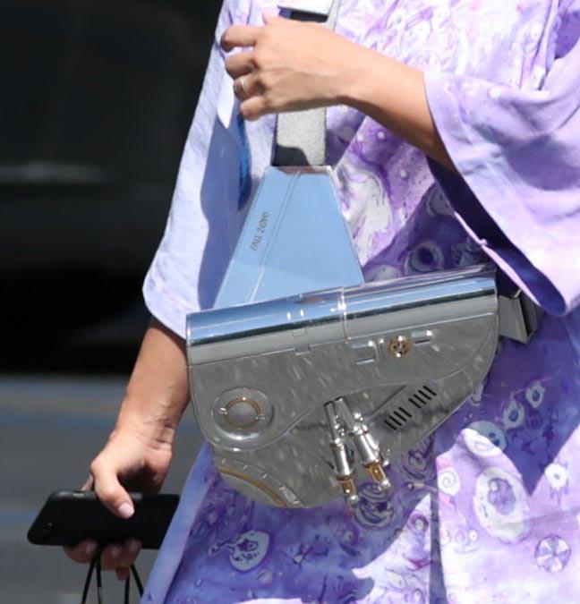 Kim Kardashian, bolso, costoso, caro, metal, Dior