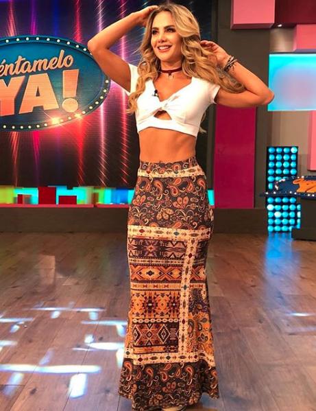 Ximena Córdoba, looks