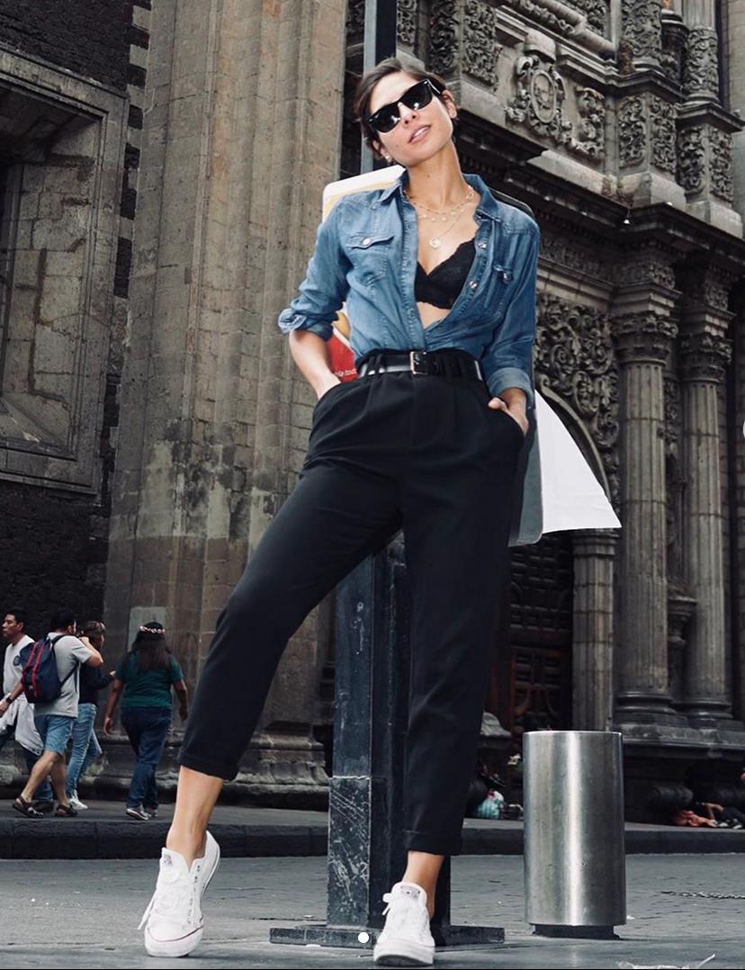 Alejandra Espinoza, looks